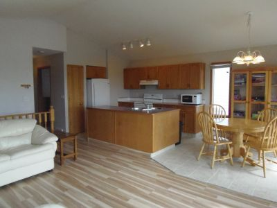 Beautiful Main level Suite one block from lake