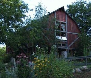 The Loft - A Rustic Lakeside Barn in Gatineau