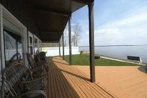 #727 Pigeon Lake Front-Relaxation at Summer Best!