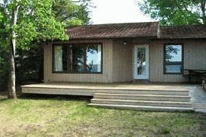 Executive Lakefront Cottage on Sylvan Lake