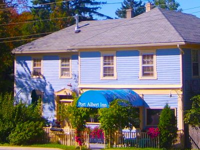2,4,3,6,8 bedroom cottages and rooms available year-round in beautiful Port Albert, Ontario
