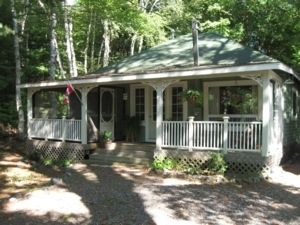Muskoka 2 Bedroom Cottage with Hot Tub