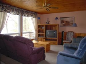 Crowe Lake- Cozy Cottage for Relaxing & Fishing