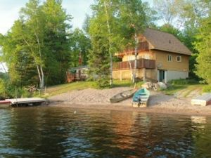 4 Bedrooms, 3 Bathrooms , Fishing Boat, Internet