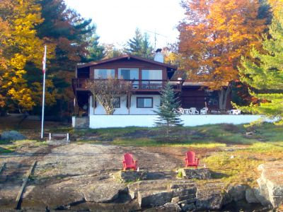 Classic cottage on the waters of Lake Muskoka