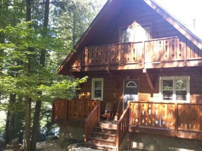 Four Season Lake Front Log Cabin Retreat
