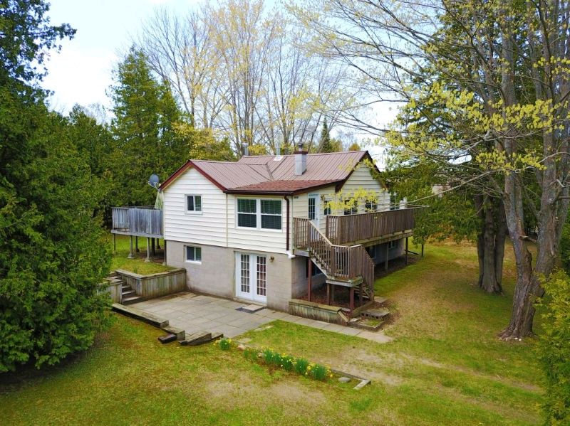 Large multi family two unit cottage rental in sauble beach for Multi family beach house rentals