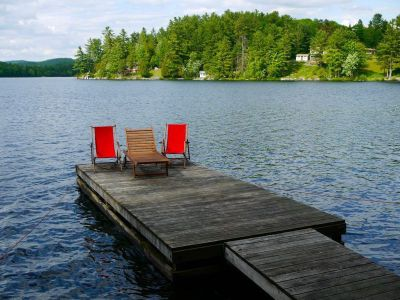 Exceptional Waterfront McGregor Lake Cottage - 30 mins Ottawa