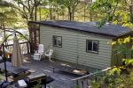 FIRE FLY Cozy Cottage - Muskoka - Six Mile Lake Waterfront Cottage