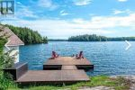 Four Season Family Cottage on Scenic Salmon Lake