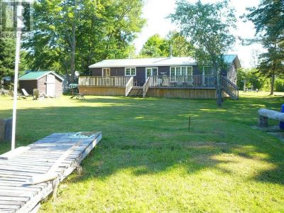 Beautiful 3 Bdrm + Bunkie Waterfront Cottage Near Gull Lake