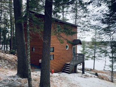 Black Donald Lakeside Chalet -a 1 bedroom with 2 bunk bed rooms