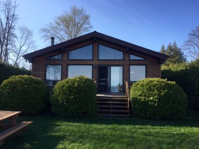 South Lake Simcoe 4 br on the water